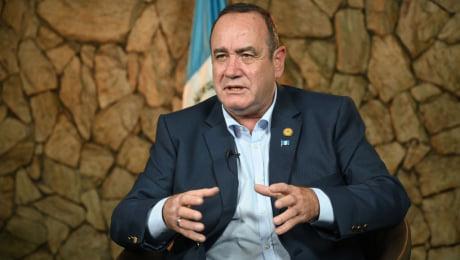 El presidente de Guatemala, Alejandro Giammattei, dio posititivo al coronavirus