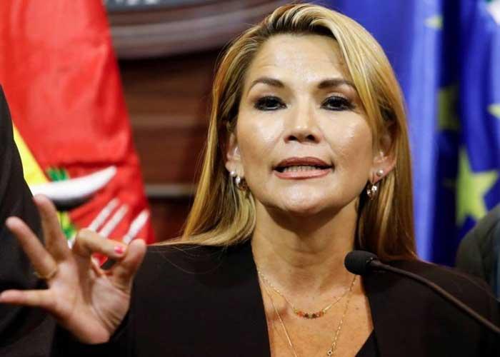 Jeanine Áñez se prepara para controlar grupos violentos tras las elecciones.