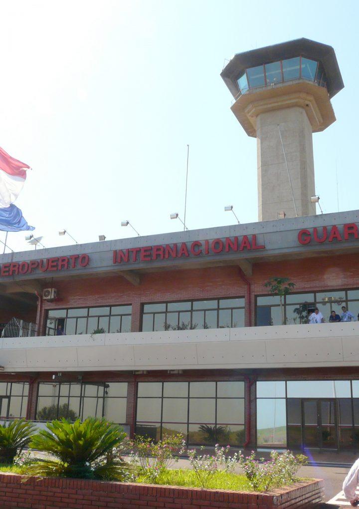 El Gobierno paraguayo anunció las reaperturas del aeropuerto de Asunción y del puente con Brasil.