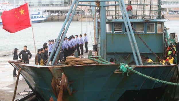 300 barcos chinos en costas chilenas.