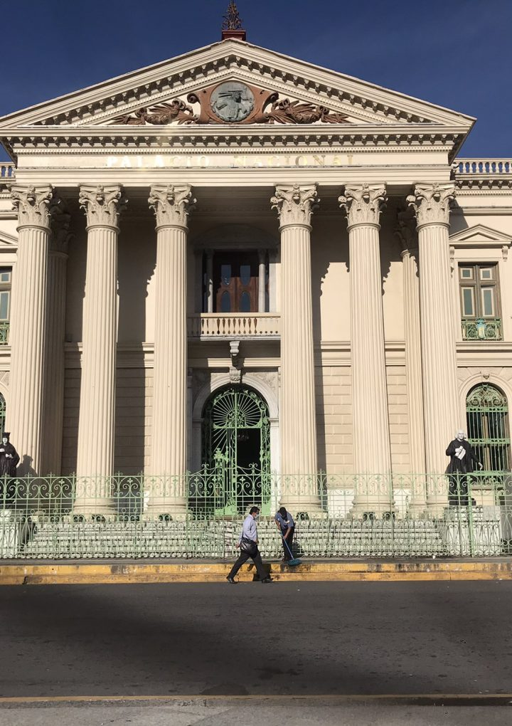 Juez Guzmán revisa los Archivos Generales de la Nación