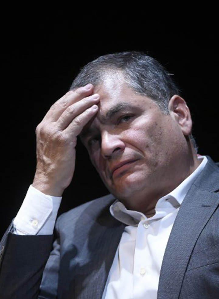 Gobierno de Ecuador pide notificación roja para Rafel Correa.