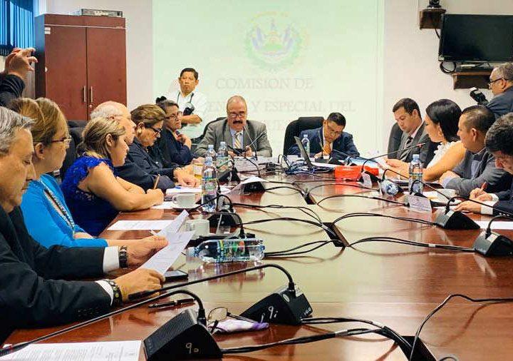 Ministros se excusan de llegar a Comisión para justificar presupuesto 2021