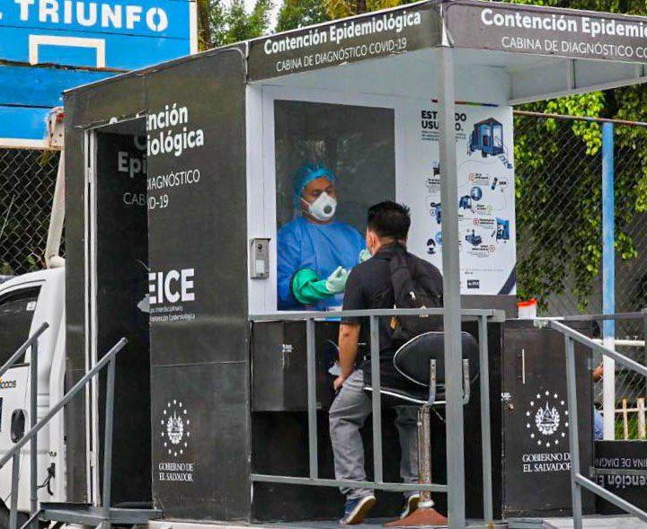 El Ministerio de Salud  realiza pruebas de COVID en el municipio de El Triunfo, en el departamento de Usulután