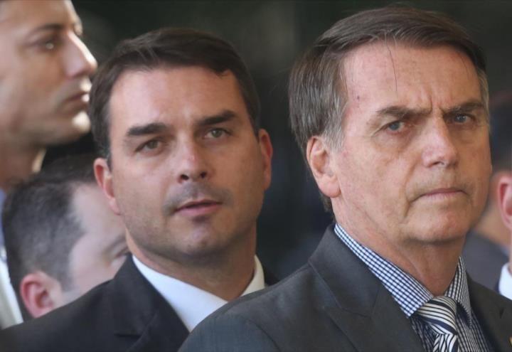 Hijo de Bolsonaro acusado de uso de espionaje