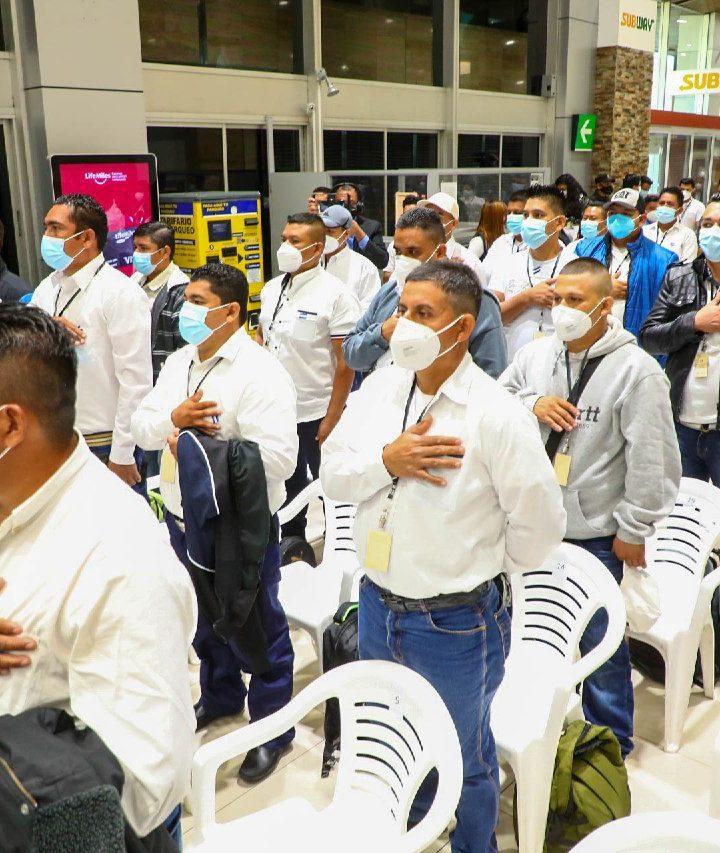 Salvadoreños beneficiados con el Programa de Migración Laboral viajan  a Estados Unidos