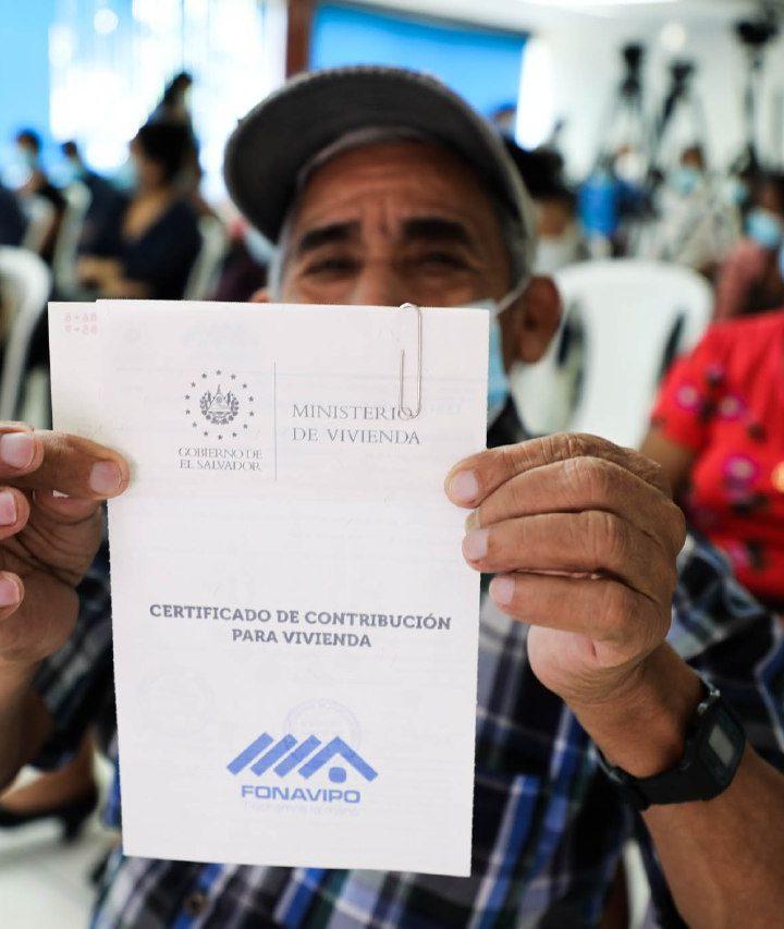 Ministerio de Vivienda entrega contribución económica a 53 familias