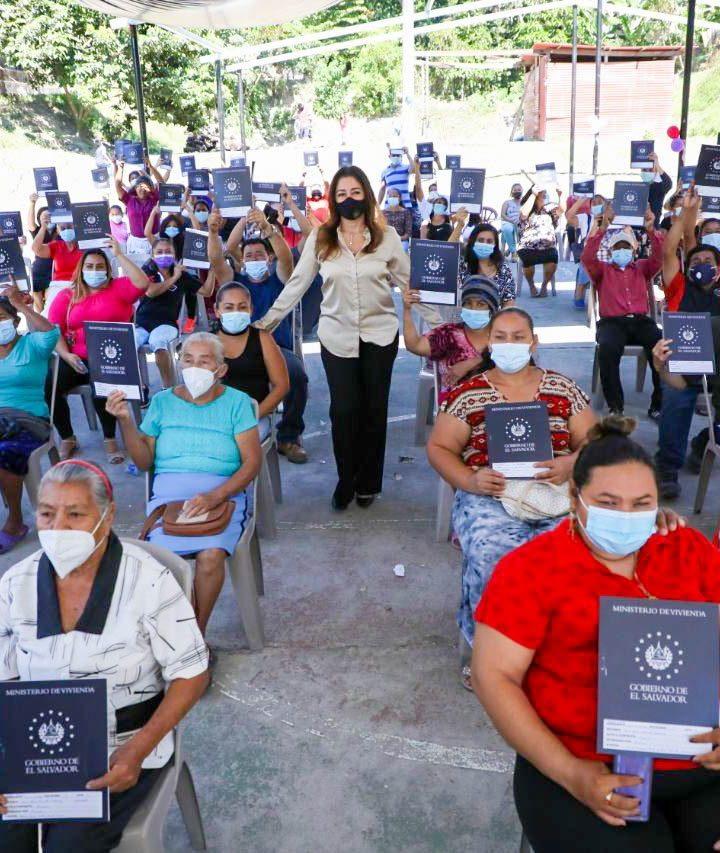 Ministerio de Vivienda entrega escrituras de propiedad a 89 familias de la comunidad Rutilio Grande