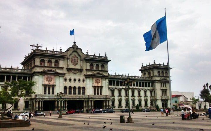 Guatemala cierra con problemas políticos y sanitarios