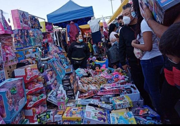 Comerciantes y compradores no limitan celebración del día de Reyes