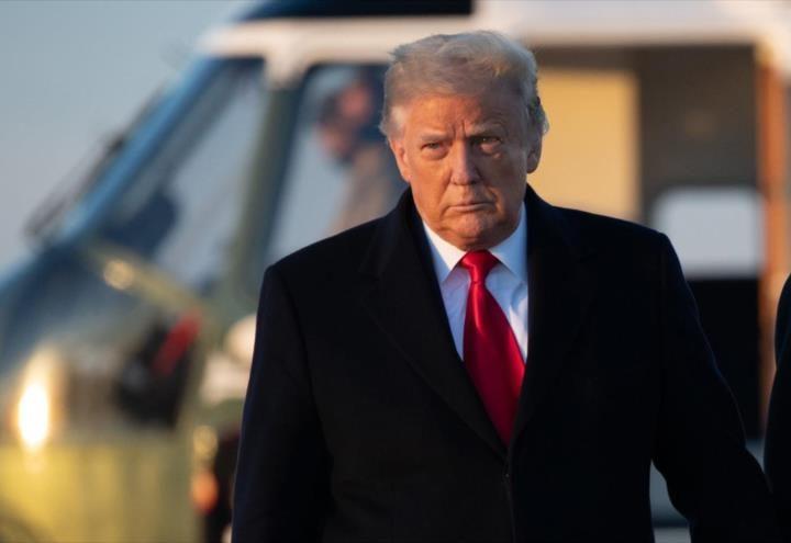 Trump deja la Casa Blanca con el mínimo de aprobación