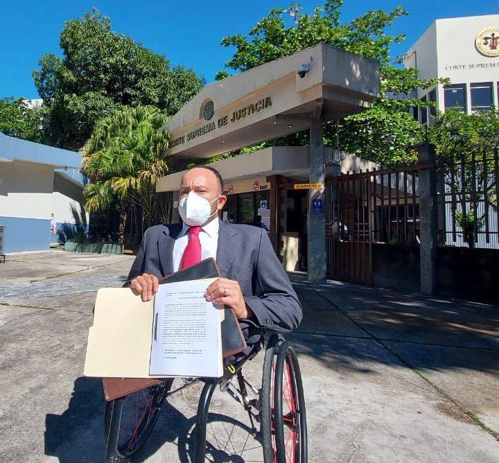 Presenta demanda de inconstitucional contra la ley que permite entregar el subsidio al transporte público