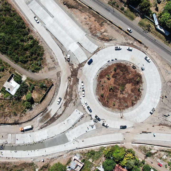 Supervisa  avances en los trabajos de construcción del segmento III del bypass de La Libertad