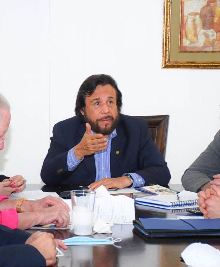 La Comisión ad hoc que estudia la Constitución continúa consulta con representantes de comunidades religiosas en el país