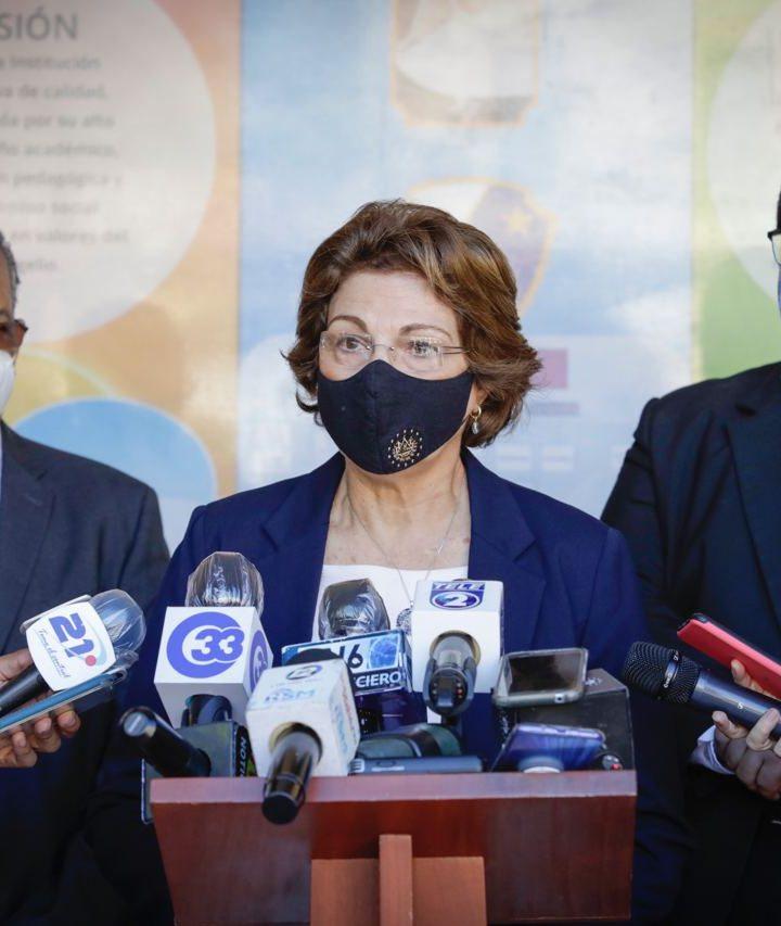 Ministra de Educación verificó el inicio de las clases virtuales en el sector privado