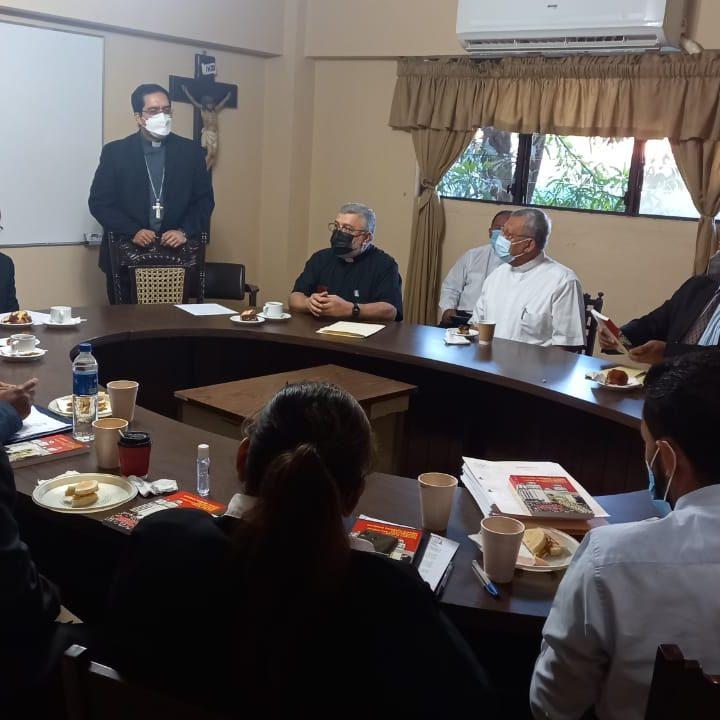 Realizan inspección de los archivos históricos del Arzobispado de San Salvador