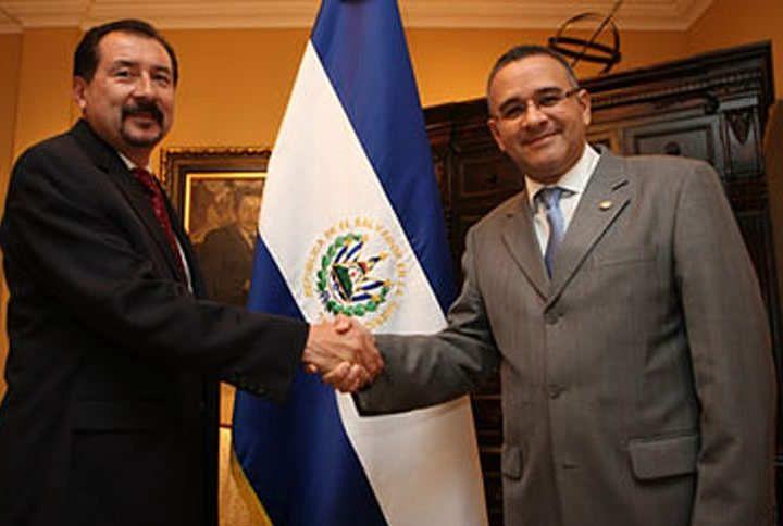 Abogados defensores del ex presidente Mauricio Funes Cartagena no acudieron al citatorio en el juzgado 12° de Paz