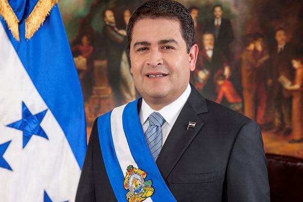 Hondureños exigen que el presidente del país renuncie a su cargo