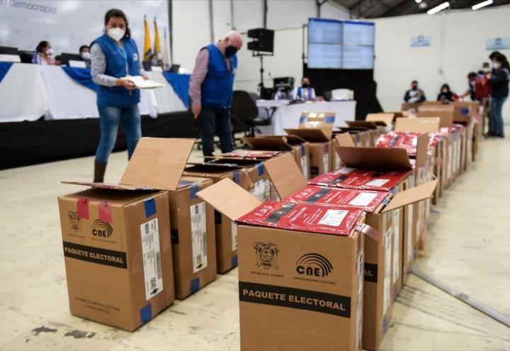Exigen transparencia en el conteo de votos en Ecuador