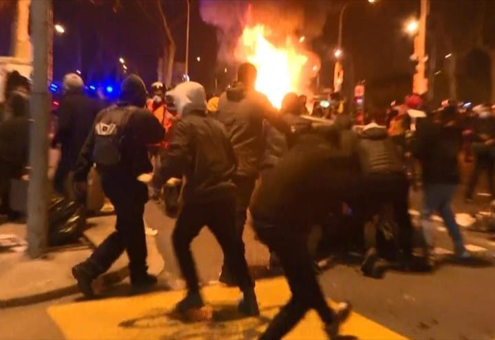 España sigue en protesta por arresto de Hasél