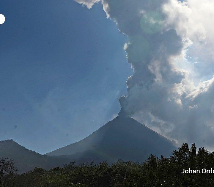 Volcán de Pacaya continúa con fuerte actividad en Guatemala