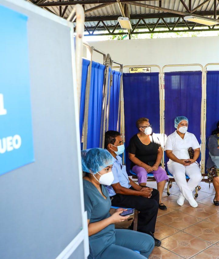 Profesionales de la salud del Hospital Nacional General y de Psiquiatría inicia su proceso de inmunización contra el COVID-19