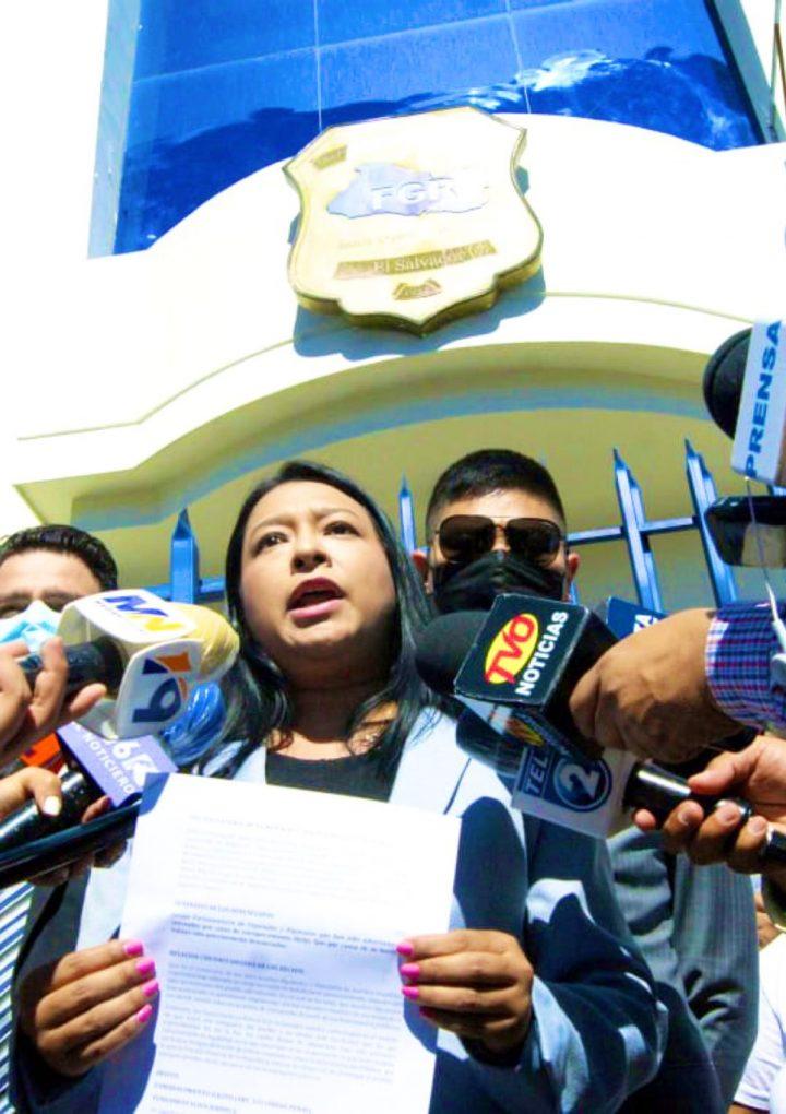Presenta denuncia en la FGR en contra de 10 diputados  por posible cometimiento del delito de enriquecimiento ilícito
