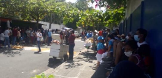 Centro de votación República de Perú en Guazapa se encuentra abarrotado