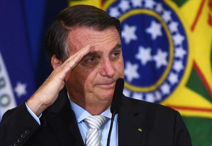 """Bolsonaro llama """"idiota"""" a quien pide comprar vacunas anti-COVID"""