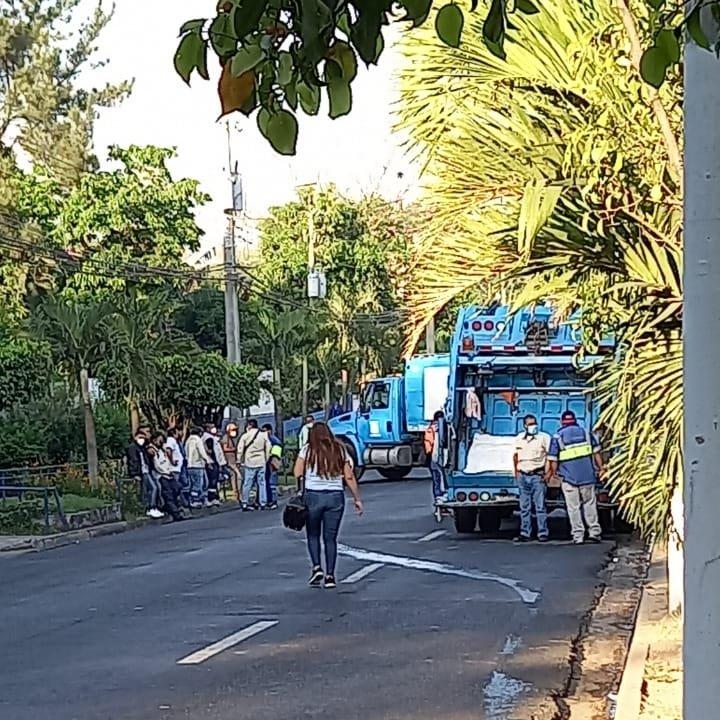 Denuncian falta de combustible para los camiones recolectores de desechos sólidos de la alcaldía de San Salvador