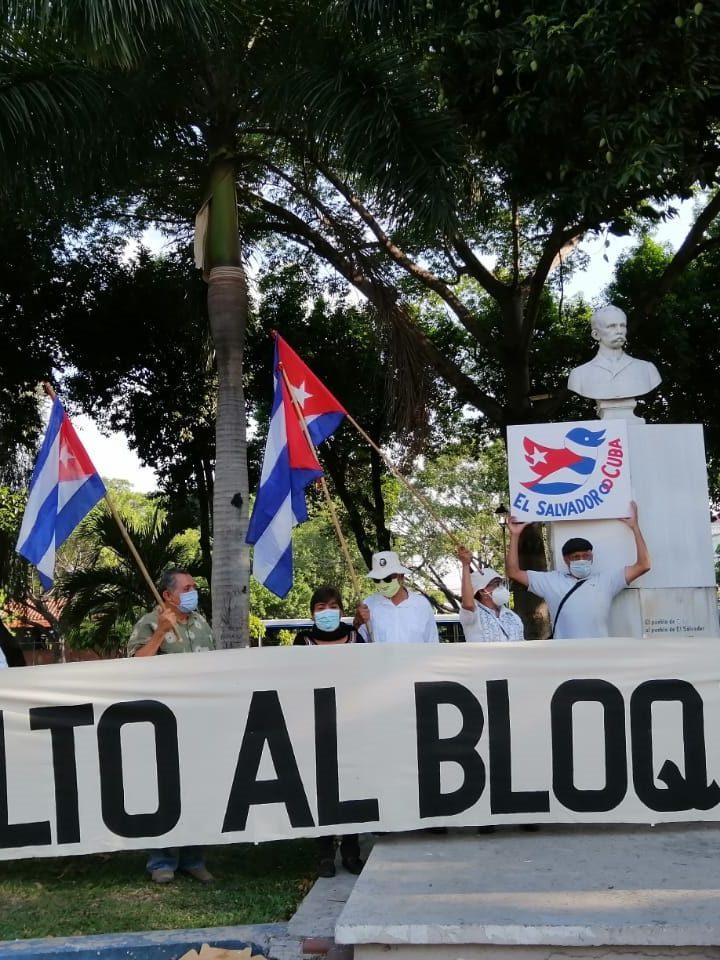 Caravana contra el bloqueo de Estados Unidos contra Cuba en El Salvador