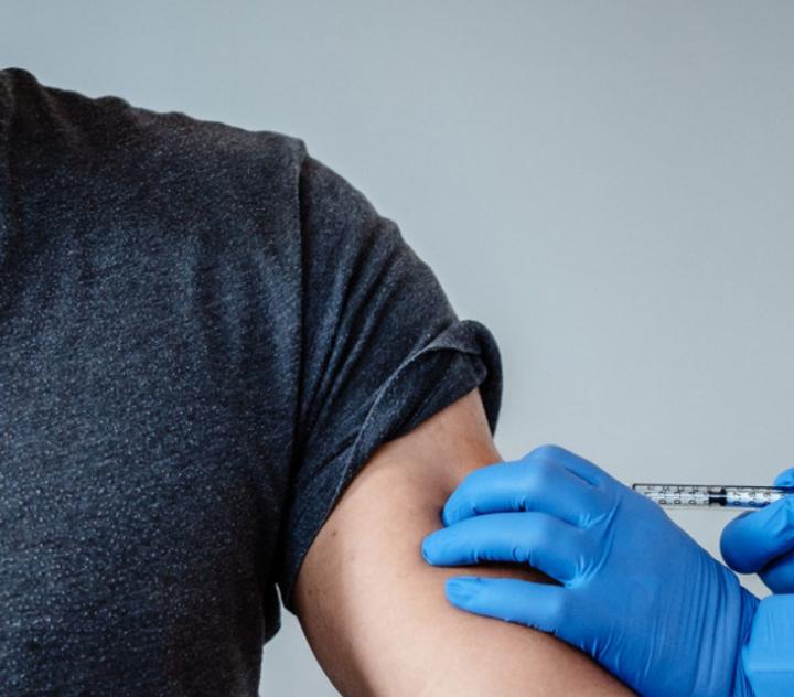 Salud espera vacunar a 4.5 millones de salvadoreños este año