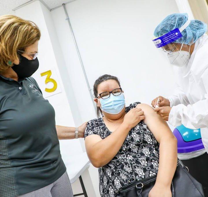Inicia la aplicación de la vacuna contra el COVID-19 a docentes del sector privado