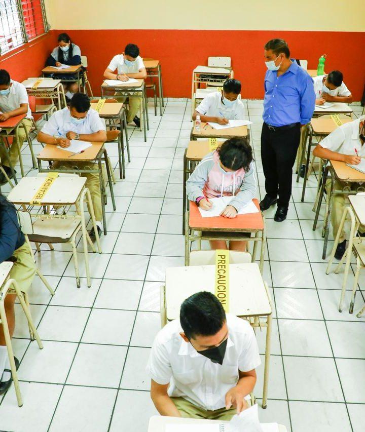 La ministra de Educación,  supervisó que los centros escolares cumplan con las medidas de bioseguridad