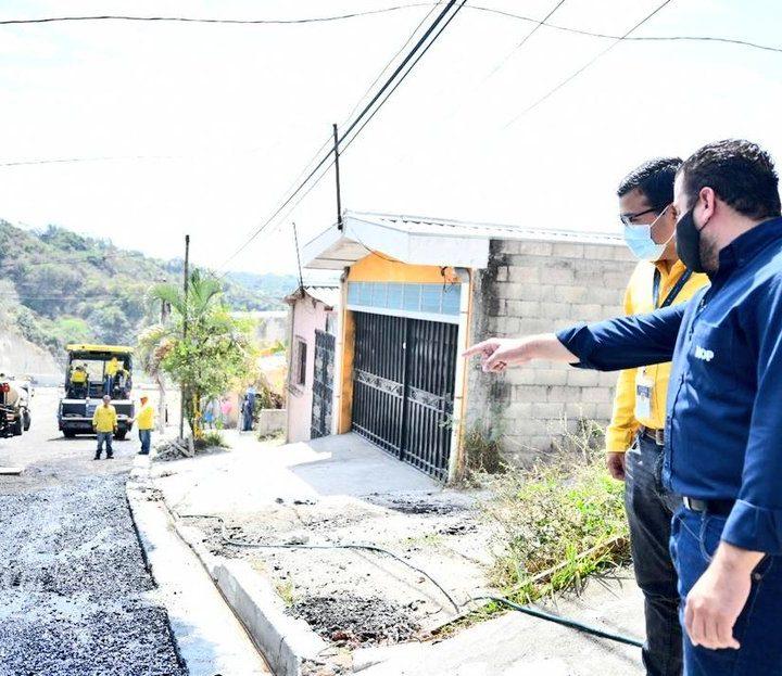 El ministro de Obras Públicas, supervisó la pavimentación de la calle principal en la residencial Santa Lucía, de Ilopango