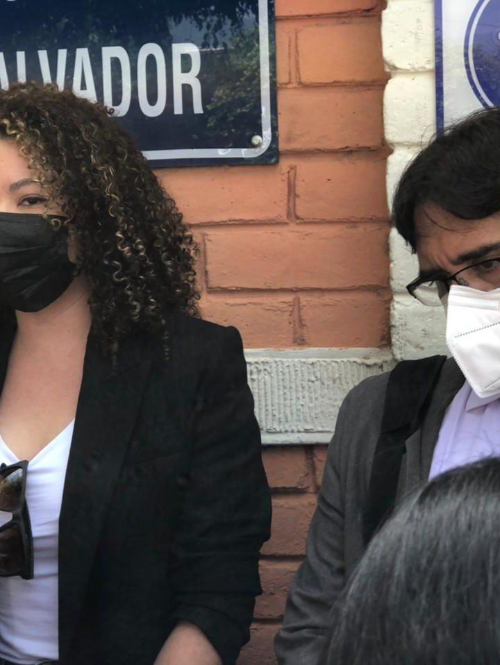 Daniela Genovez presentó a su abogado querellante para dar seguimiento al caso por expresiones de violencia y difusión de información en contra de Roberto Silva