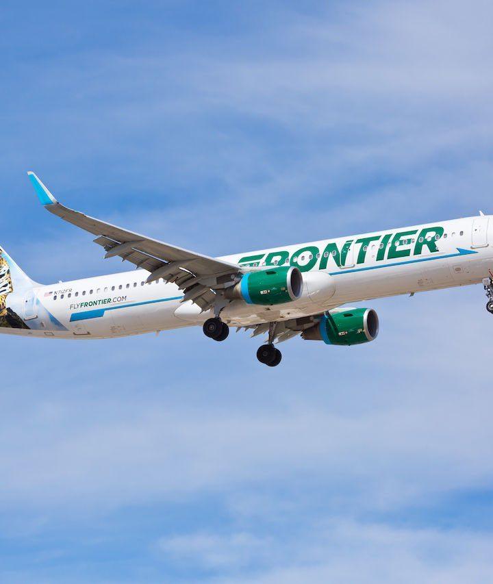 Inicia operaciones en El Salvador la aerolínea Frontier Airlines