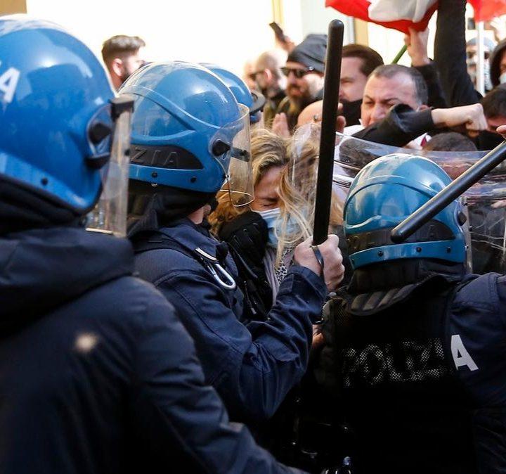 Choques en protestas contra cierres por covid en Roma
