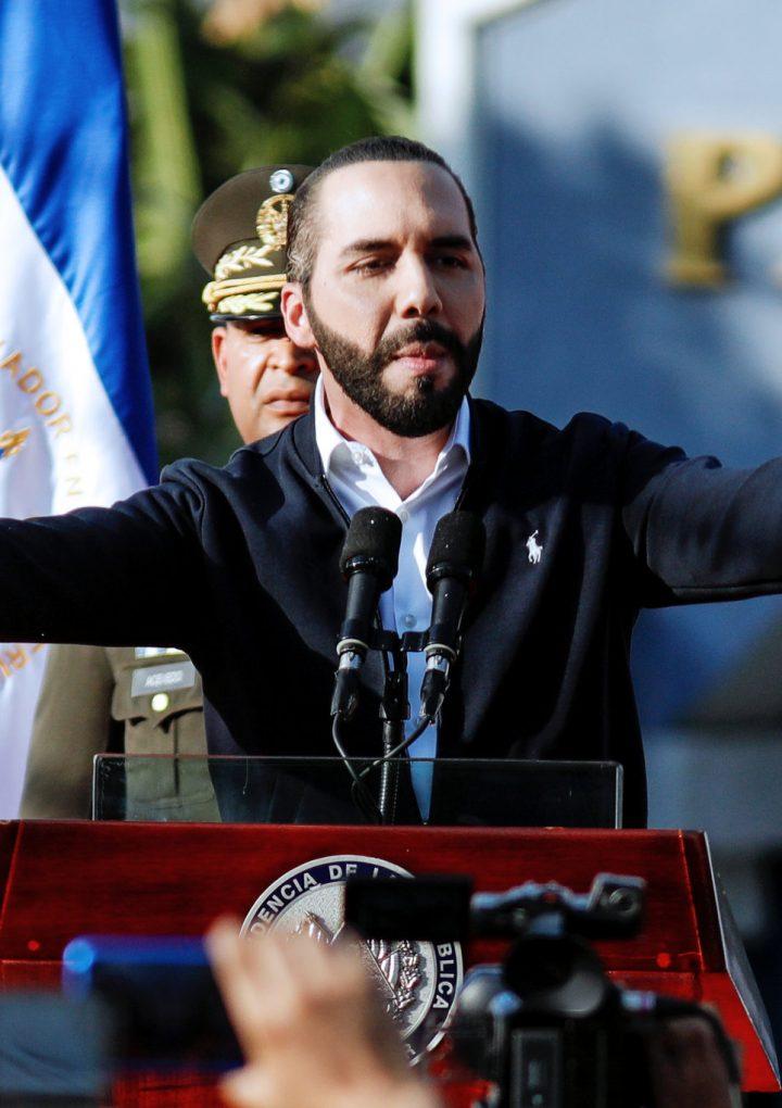 Los funcionarios públicos son los principales agresores de los defensores de derechos humanos y periodistas, según informe