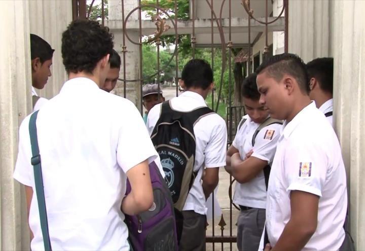 Estudiantes hondureños fueron expulsados del sistema público