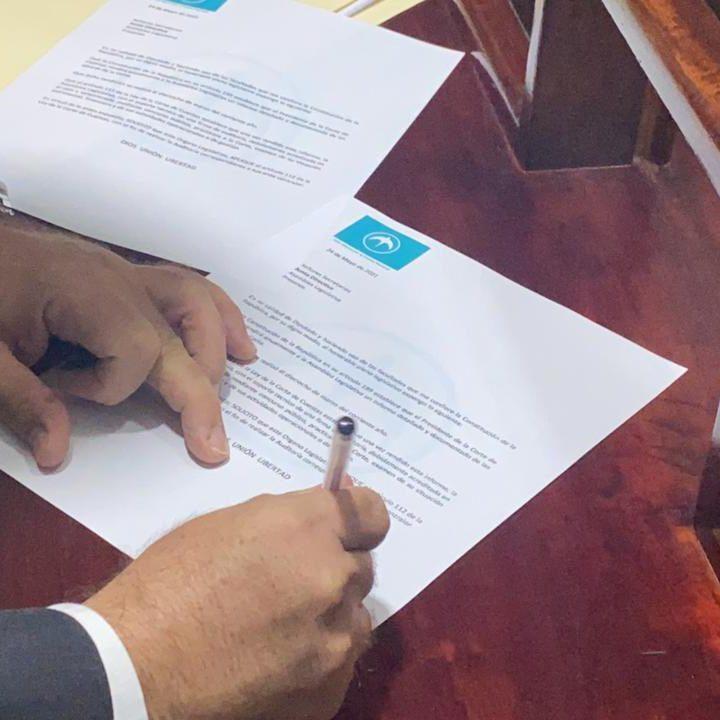 Diputado oficialista presenta pieza de correspondencia para auditar a la Corte de Cuentas