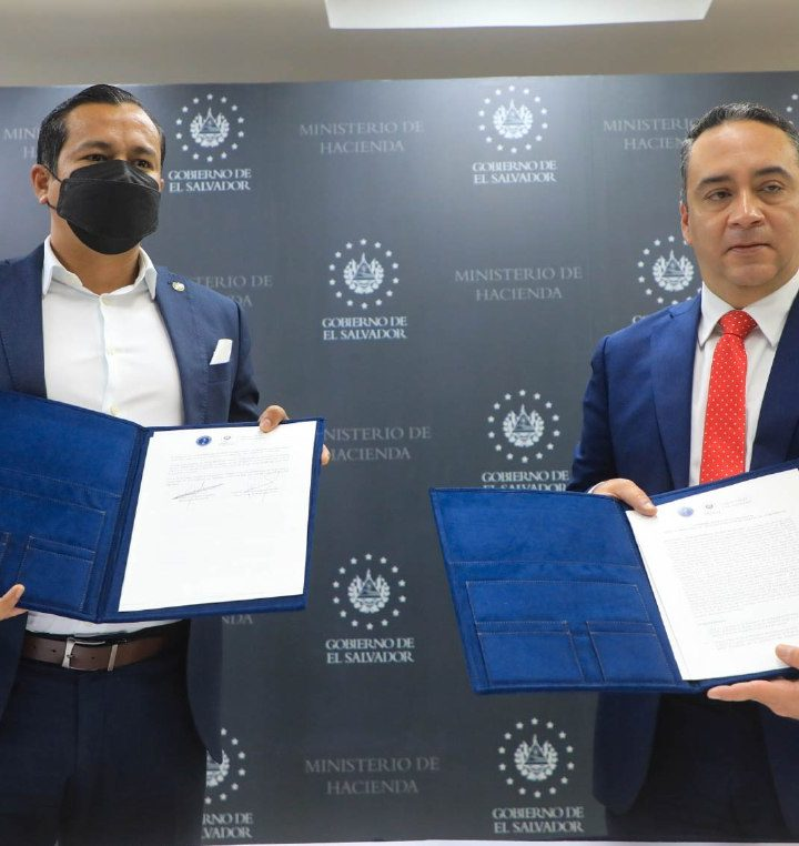 Hacienda y FGR firman convenio para combatir evasión de impuestos