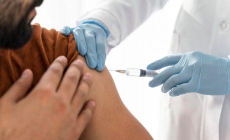 Demanda federal contra exigencia de vacunación por empleadores se expande