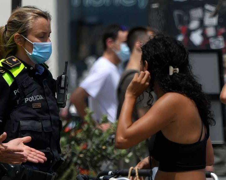 España busca retirar la mascarilla para este próximo verano