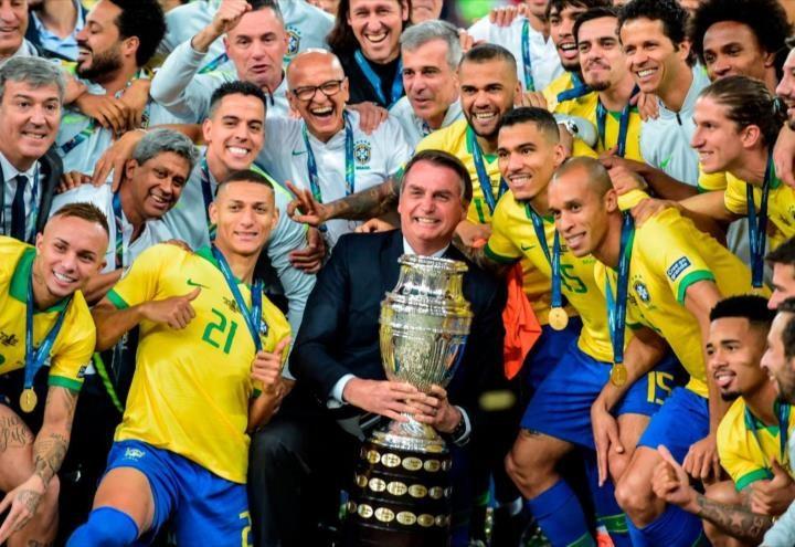 Bolsonaro responde a críticas por alvergar la Copa América