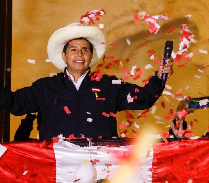 Castillo sigue liderando los resultados electorales en Perú