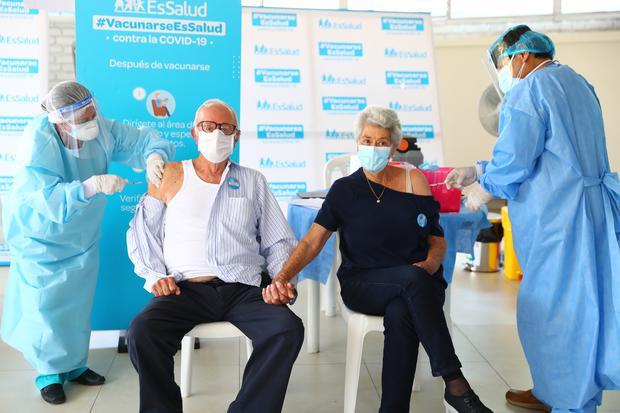 México inmuniza al 29% de su población adulto mayor