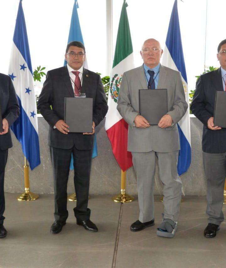 Corte de Cuentas firma convenio de cooperación con Guatemala y Honduras