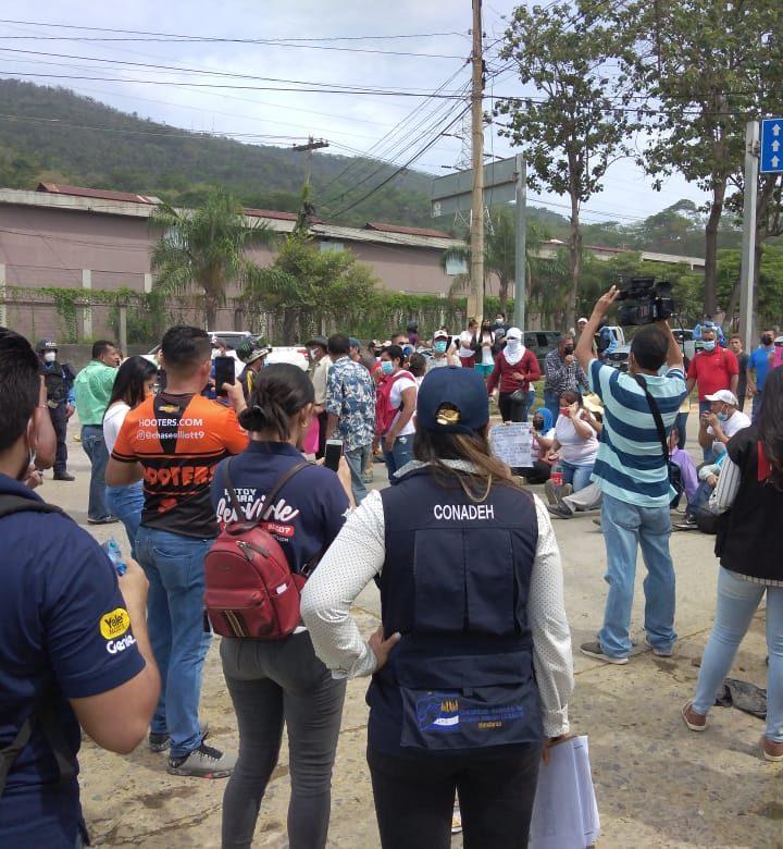 Policía reprime en Honduras a manifestantes
