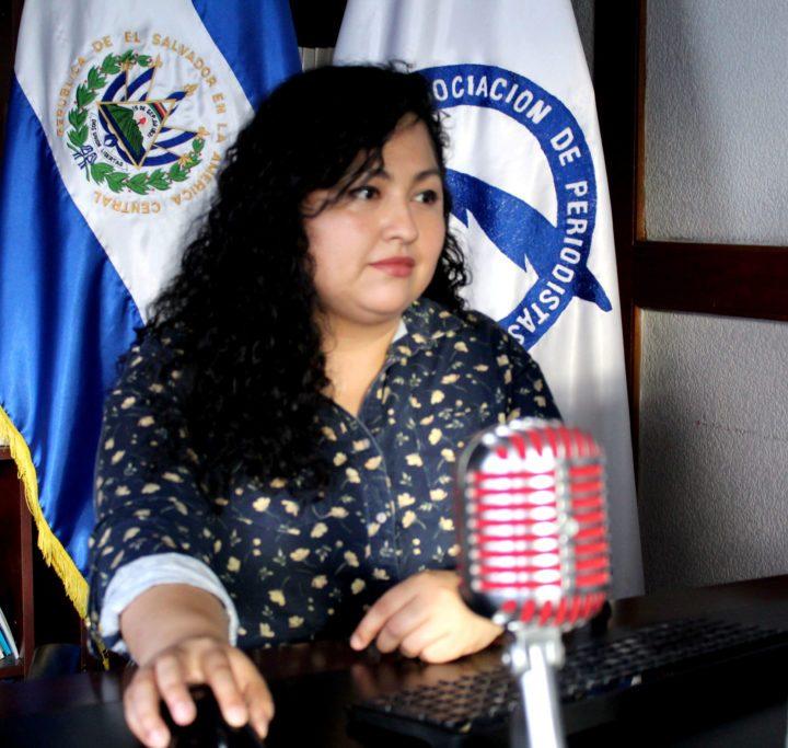 Presidenta de APES denuncia acoso en domicilio